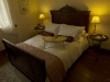 Double bedroom / Chambre avec grand lit
